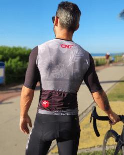 Camisa de ciclismo Café na Trilha - Flowers - Tecido 100% poliéster com tratamento Xtreme Dry com proteção UV solar fator 50.