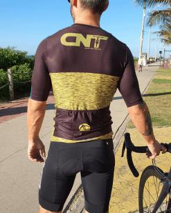Camisa de ciclismo Café na Trilha - Gold - Tecido 100% poliéster com tratamento Xtreme Dry com proteção UV solar fator 50.